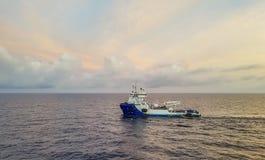 近海供应船 免版税库存图片