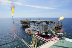 近海气体平台 免版税库存图片