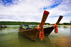 近海滩小船 免版税库存图片