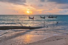 近海滩小船 库存照片