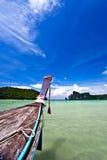 近海滩小船 免版税库存照片