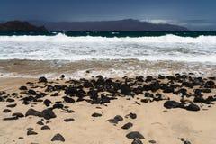 近海滩mindelo 免版税库存照片