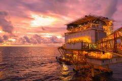 近海生产油的建筑平台住宅 图库摄影