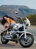 近自行车女孩 免版税图库摄影