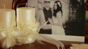 近蜡烛、兰花和丝带的构成 股票视频