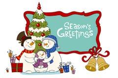 近雪人的家庭对圣诞节毛皮树 库存图片