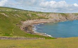 近Gower半岛南威尔士英国秋天海湾对罗西里海滩和Mewslade海湾 库存照片