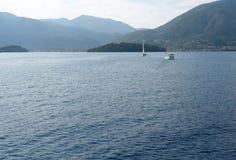 返回到口岸的两条游艇 免版税库存图片