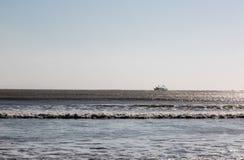 返回从巡航的渔船 essaouira摩洛哥 免版税库存图片