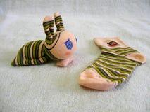 袜子做的困兔子 免版税库存照片