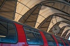 在火车站的时间 库存图片