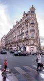 巴黎拥挤的街  免版税库存照片