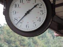 这张照片是驻地时钟的射击,但是我切掉一些它 库存照片