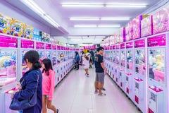 这是与起重机比赛的一个拱廊在台北 免版税库存照片