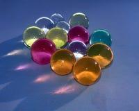 这是五颜六色的玻璃marbels的图象 免版税库存图片