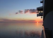 这是在墨西哥湾的美好的日落如被看见从游轮的阳台 免版税库存图片