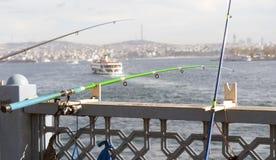 这是在金黄垫铁的一根钓鱼竿 库存图片