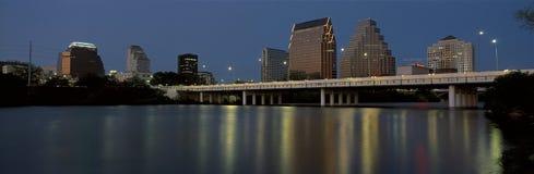 这是状态国会大厦和地平线在日落 城市在科罗拉多河 它称实况音乐国会大厦 库存图片