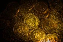 这样a的金黄Bitcoins真正货币硬币图象想法 免版税库存图片