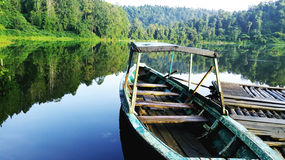 这艘船镇静地在湖 免版税库存照片
