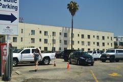 这里拉斯帕尔马斯旅馆我摄制了俏丽的妇女非常紧密对名望步行在好莱坞Boluvedard 免版税库存图片