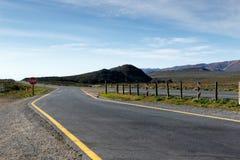 这里路开始对Tankwa南部非洲的干旱台地高原 库存图片