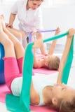 这锻炼将保持您的脊椎健康! 库存图片