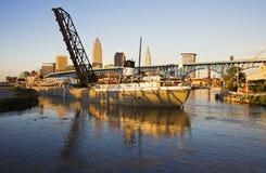 进入克利夫兰的港大船 库存图片