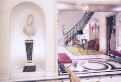 进入在经典旅馆里 库存照片