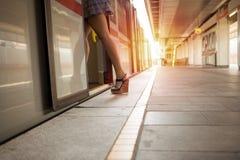 进入地铁的美丽的少妇 图库摄影