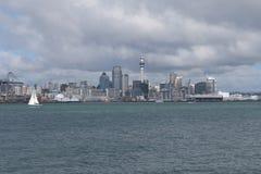 进入奥克兰乘小船 新西兰 免版税库存图片