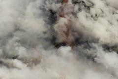 进入海洋,大岛,夏威夷的熔岩 图库摄影
