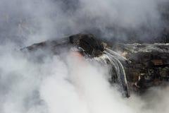 进入海洋,大岛,夏威夷的熔岩 免版税库存图片