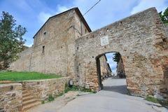 进入的意大利populonia托斯卡纳 免版税图库摄影