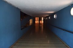 进入距离的隧道 库存照片
