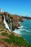 进入鲜绿色地中海的Duden瀑布 库存照片