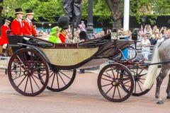 进军颜色仪式在君主的正式生日期间 免版税库存图片