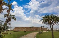 进口和一个老堡垒的石墙 库存照片
