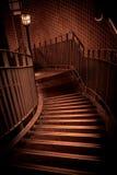 进来下来在大厦的楼梯 免版税库存图片