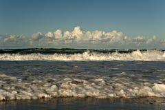进来的海浪 免版税库存照片