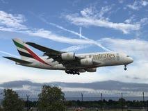 进来的A380在曼彻斯特机场登陆 免版税库存照片
