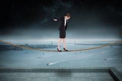 进行一次平衡操作的女实业家的综合图象 图库摄影