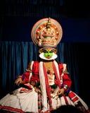 进行传统舞蹈Kathakali的印地安演员 印度,喀拉拉 免版税库存图片