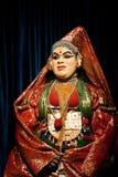 进行传统舞蹈Kathakali的印地安演员 印度,喀拉拉 图库摄影