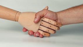 进行招呼的行动的木手与人的手 免版税库存照片