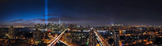 进贡纽约全景在光和地平线的 库存照片
