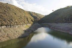 远的水坝 免版税库存照片