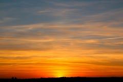 远离城市的晚上日落 图库摄影