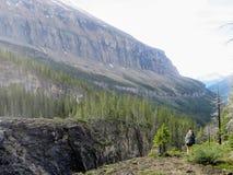 远足冰山湖在罗布森山冰川附近落后,在Briti 库存图片