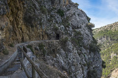 远足在内华达山mointains的Hidroelectrica道路 免版税库存图片